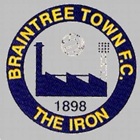 Braintree Town: Iron appoint Quinton as new manager