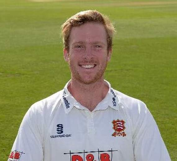Essex County Cricket Club: Harmer's good form continues as Essex take the early plaudits